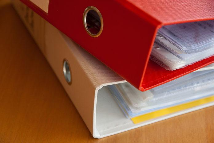 Jak prowadzić księgowość - poprzez dział w firmie czy outsourcing księgowości?